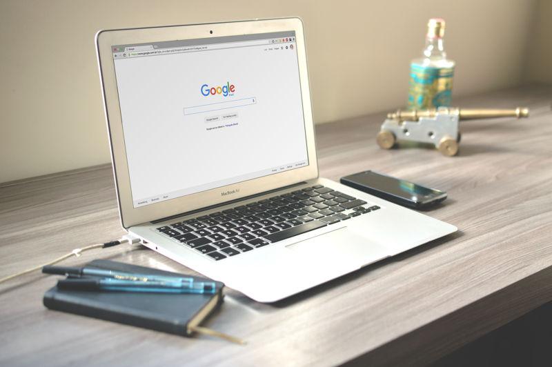 Email, Internet, Fax, in-out, Scansioni, Fotocopie B/W e a colore, Plastificazioni e Rilegature con spirale plastica